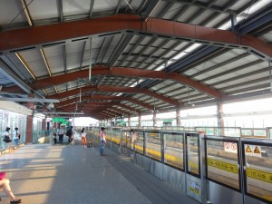 周浦東駅ホーム