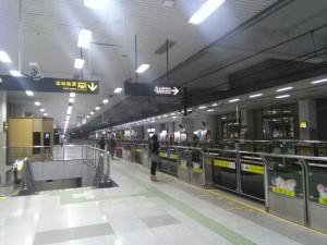 東宝興路駅ホーム