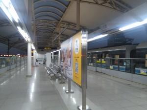江月路駅ホーム
