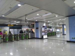 江浦路駅コンコース
