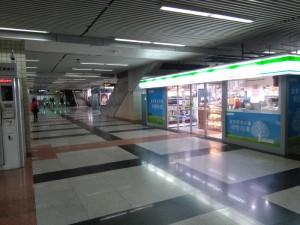 赤峰路駅コンコース