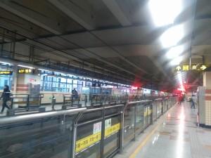共康路駅ホーム