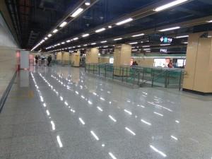 金京路駅コンコース