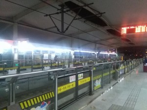 五蓮路駅ホーム