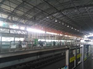 松江大学城駅ホーム