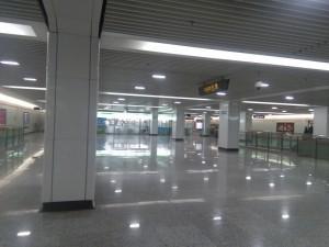 上大路駅コンコース