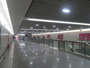 南陳路駅コンコース