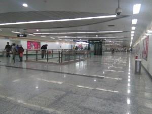 上海大学駅コンコース