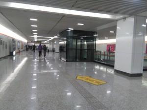 潘広路駅コンコース