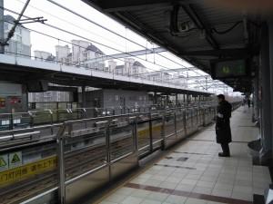 春申路駅ホーム