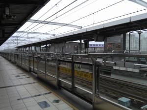 銀都路駅ホーム