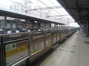 金平路駅ホーム