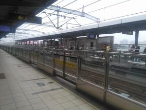 華寧路駅ホーム
