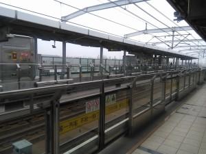 文井路駅ホーム