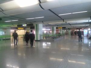 金科路駅コンコース