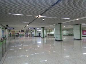 創新中路駅コンコース