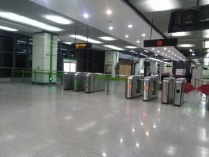 海天三路駅コンコース