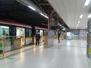 江楊北路駅ホーム