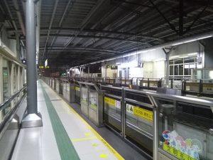 淞発路駅ホーム