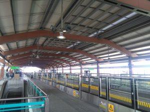 鶴沙航城駅ホーム