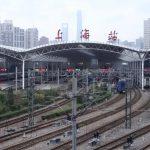 上海の三大鉄道駅で10月25日から室内は全面禁煙に、喫煙所も撤去で違反者には罰金