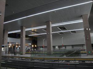 静安公交枢紐站(公共路線バスターミナル)