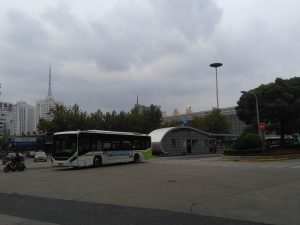 上海駅南広場(公共バスターミナル)