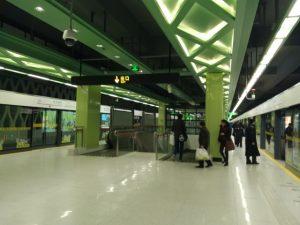 東方緑舟駅ホーム