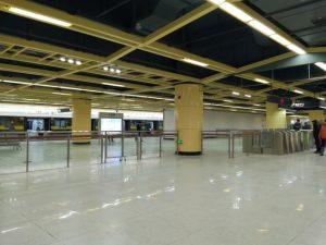 匯金路駅コンコース