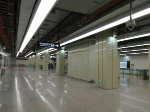 芳甸路駅コンコース