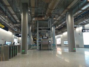 金吉路駅コンコース