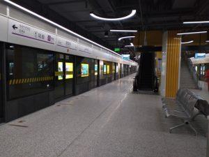 望園路駅ホーム