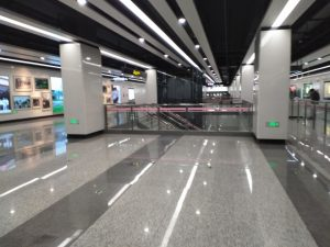 華鵬路駅コンコース