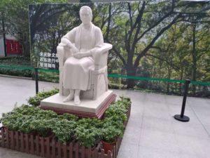 宋慶齢の像