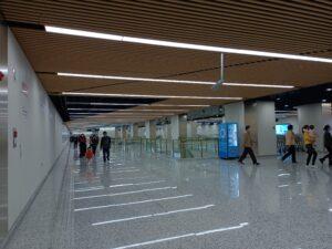長風公園駅コンコース