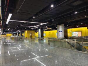 華涇西駅コンコース