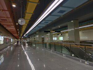 鶴濤路駅コンコース