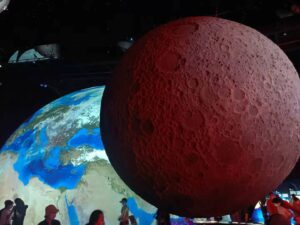 月の模型(上海天文館)